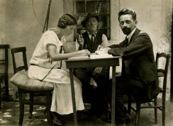 Scheuermeier am Tisch mit seiner Frau